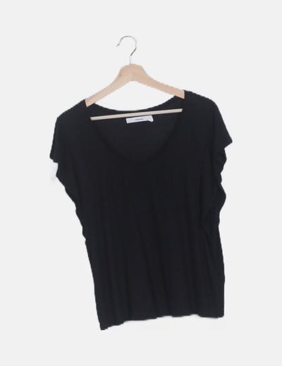 Camiseta negra manga vuelo