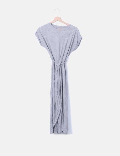 Vestido canalé gris con abertura