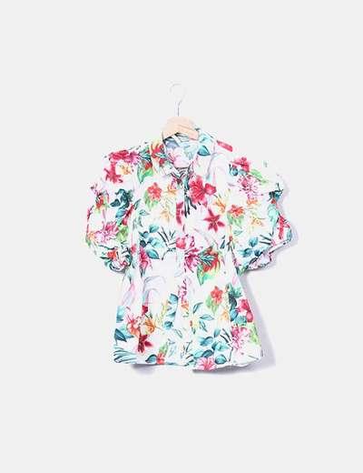 Camisa blanca floral hombros abullonados Stradivarius