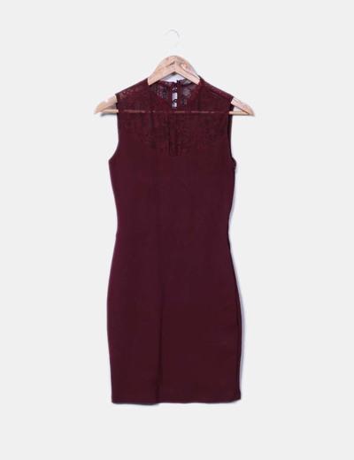 Vestido midi burdeos combinado con encaje Zara