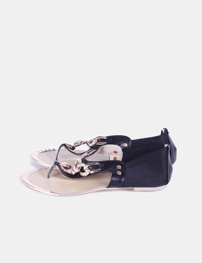 Sandalia negra con cadena y strass Catisa