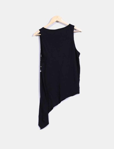 Camiseta negra asimetrica print