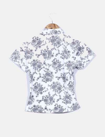 Camiseta blanca floral