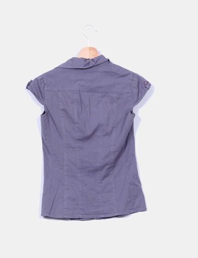 Camisa gris con parches