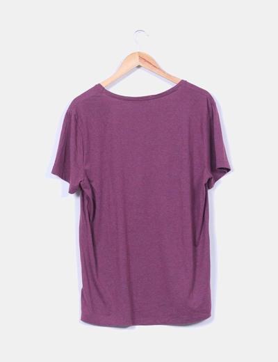 Camiseta burdeos cuello pico