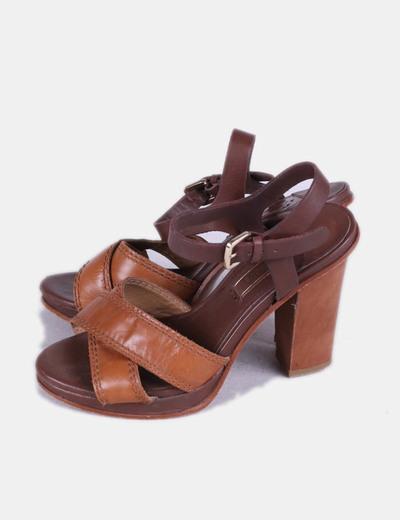 Sandalias de tacón marrones