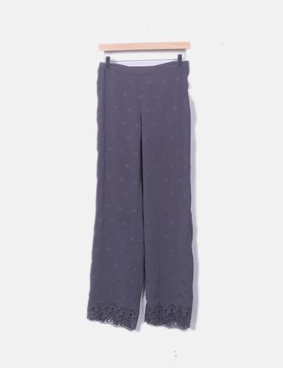 Pantalón fluido gris estrellas y crochet
