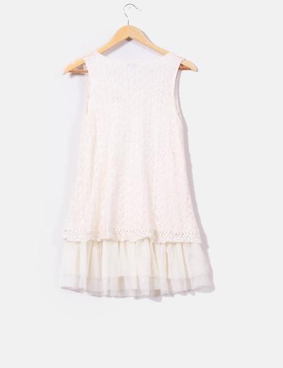 Vestido crudo con bordados efecto tul