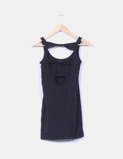 Vestido negro ajustado lazos traseros