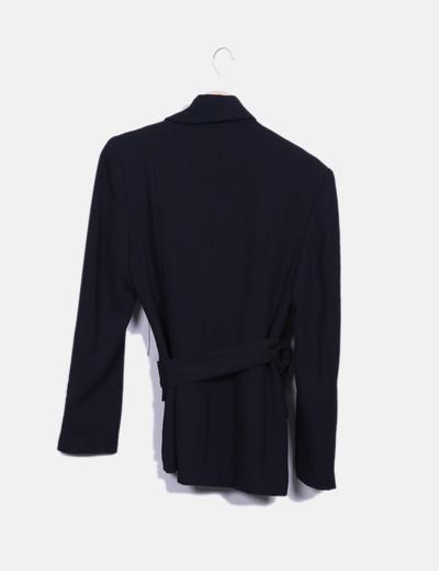 Blazer negra larga con cinturon