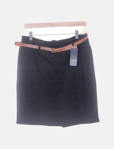 Falda negra con cinto
