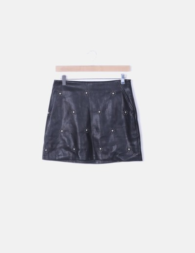 Falda negra con tachas