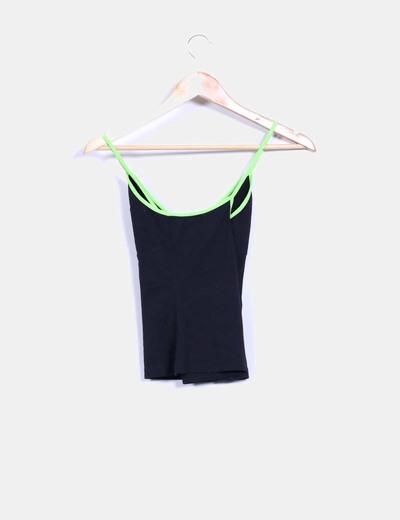 Top negro y verde deportivo