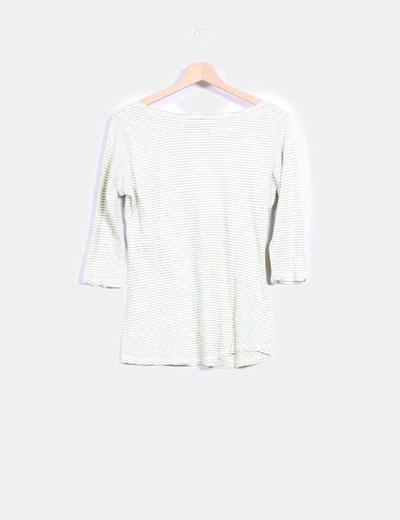 Camiseta verde a rayas con roseton