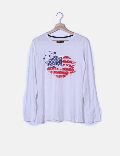 Camiseta blanca con print labios