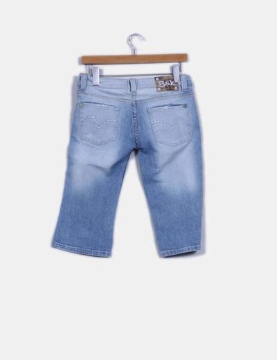 Pantalon demin pirata detalle brillos en bolsillos