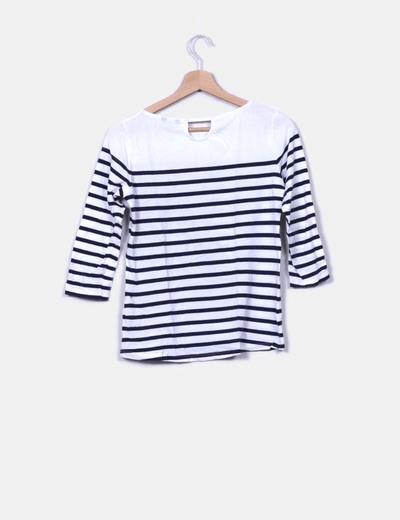 Camiseta blanca con raya azul marino