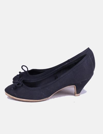 Zapato negro de tacón Bershka