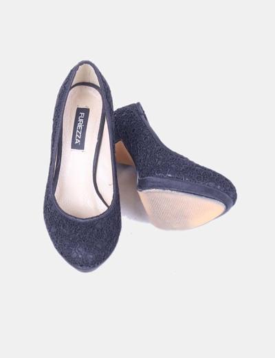 Zapato salon negro con encaje