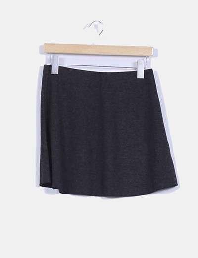 Falda negra avolantada Zara
