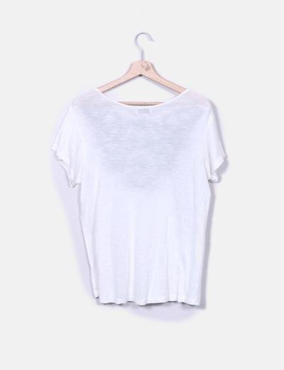 Camiseta blanca escote combinado con bordado