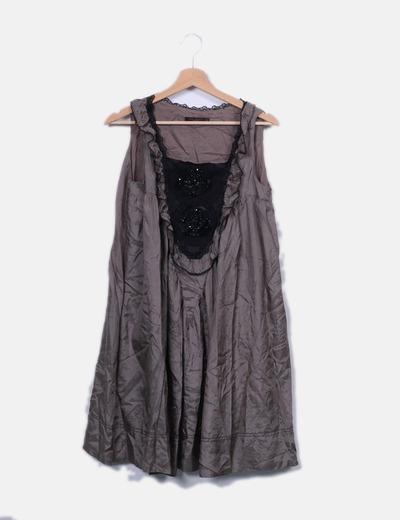 Vestido seda taupé con strass