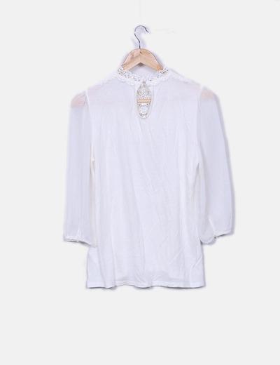 Blusa blanca combinada con crochet