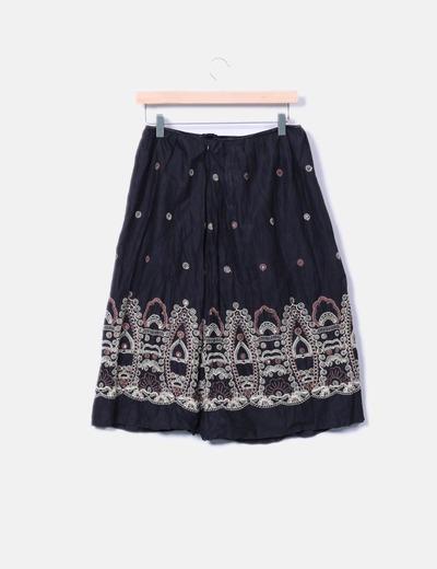 Falda midi negra detalles bordados