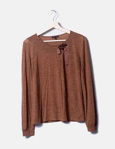 Camiseta camel con lazo polipiel