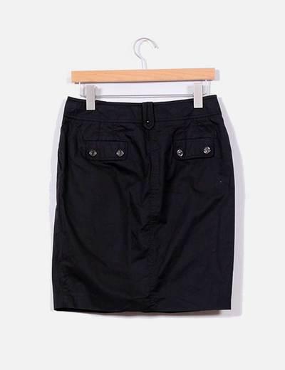 Conjunto de falda y camisa negra de manga corta con cinturon