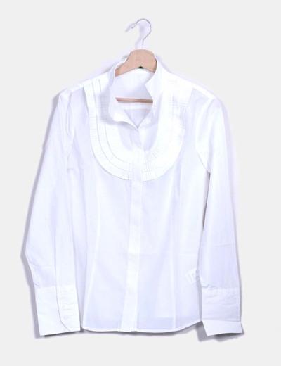 Camisa blanca con chorreras  Benetton