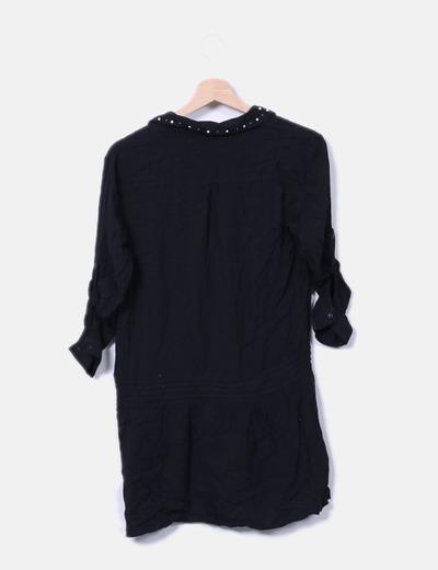 Vestido camisero negro con tachas