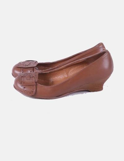 Zapato marrón con cuña Chio