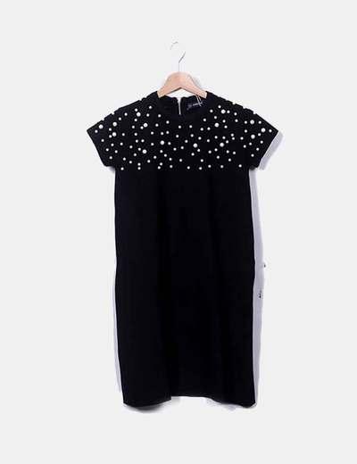 Vestido negro con perlas zara