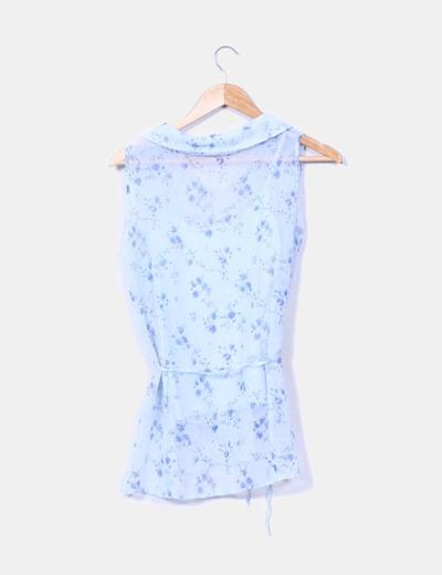 Blusa azul floreada sin mangas