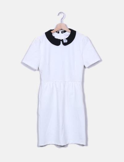 Vestido blanco con cuellos negros