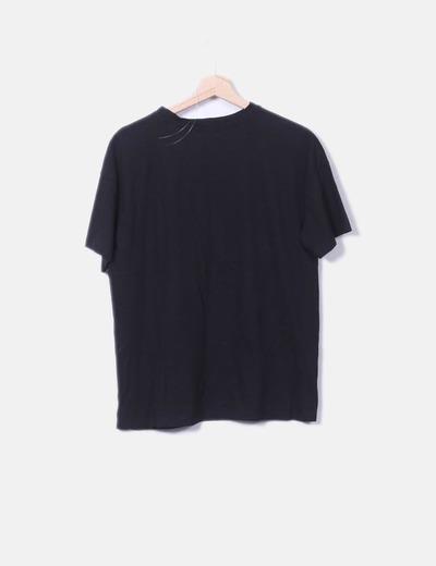 Camiseta negra letras