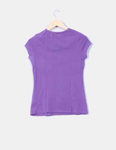 Camiseta morada letras bordadas