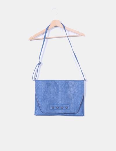 Bolso azul texturizado animal con tachas  Teria Yabar