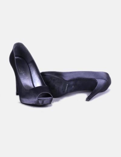 Zapato gris de tacon