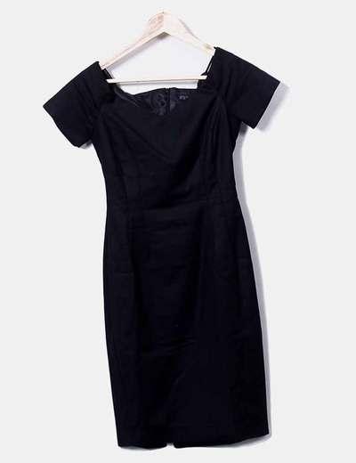 Vestido negro detalle escote Zara