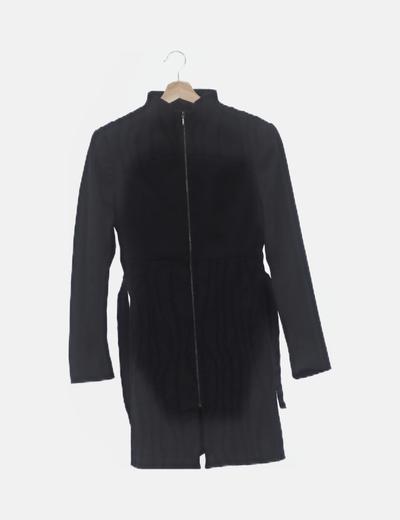 Abrigo largo negro detalles bordados