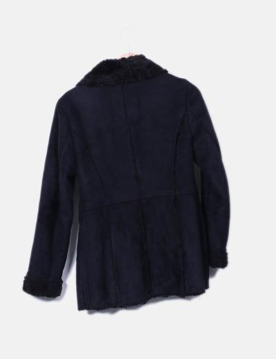 Abrigo negro de antelina con borrego interior