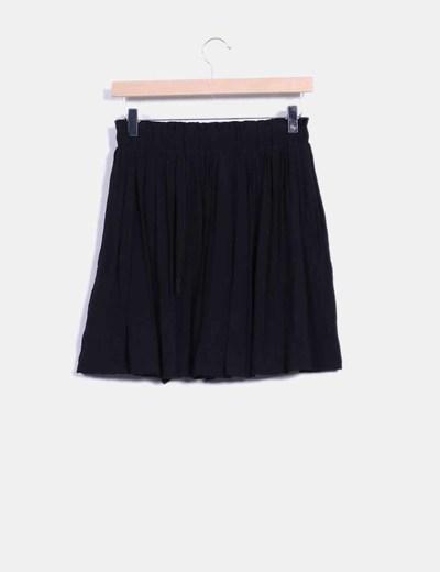 Falda negra fluida