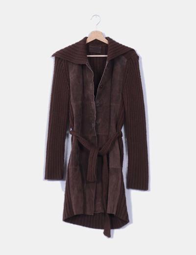 Abrigo largo marrón de piel combinado Stradivarius
