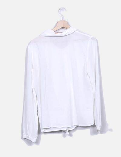Blusa blanca escote pico