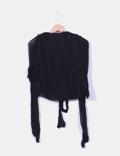 Blusa negra plisada