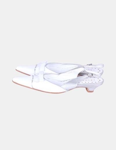 Zapato blanco tacón mini destalonado detalle lazo Laura  Amat
