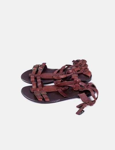 Sandalia marrón  hebillas