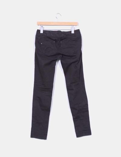 Pantalon costuras negro pitillo